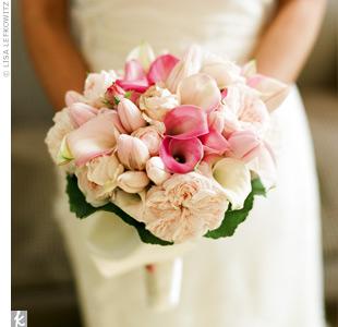 И белые тюльпаны и лилии создают