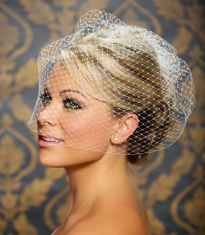 Свадебная прическа с вуалеткой