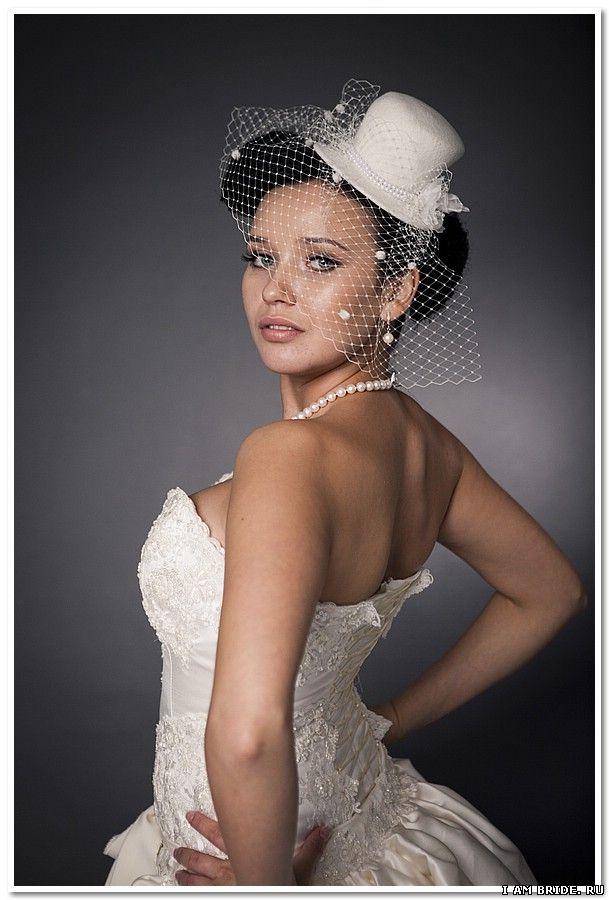Мастерская MOONLIGHT Couture также предлагает вашему вниманию роскошные вечерние вуалетки, выполненные вручную из натурального бархата